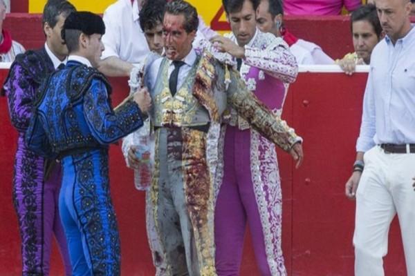 Μέσα στην αρένα σκοτώθηκε ο διάσημος ταυρομάχος Ιβάν Φαντίνο! (Σκληρές εικόνες)