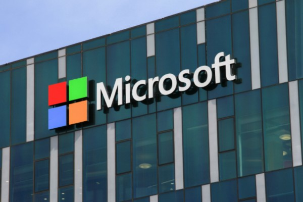 Η Microsoft «αποκαλύπτει» το Xbox One X