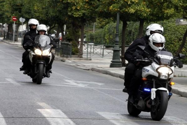 Σκηνές βγαλμένες από κινηματογραφική ταινία - Άγρια καταδίωξη στην Αττική Οδό με έναν τραυματία αστυνομικό!