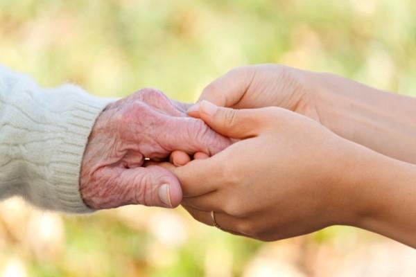 Όλοι μας τα έχουμε ακούσει: 10 εκφράσεις που μας λένε οι γιαγιάδες μας!