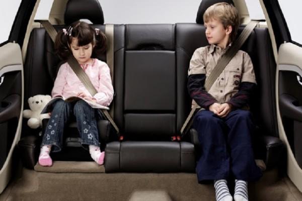 Πώς τα αυτοκίνητα απειλούν την υγιή ανάπτυξη των παιδιών - Τα αποτελέσματα νέας μελέτης προκαλούν ανησυχία!