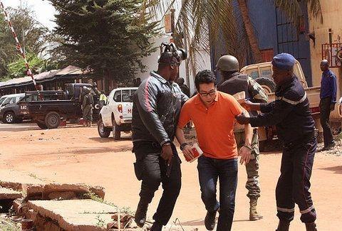 Σοκ στο Μάλι: Ένοπλη επίθεση σε ξενοδοχείο όπου συχνάζουν Δυτικοί! Πληροφορίες για ομήρους! (Photos)