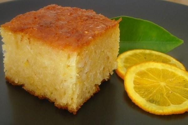 Φτιάξτε την πιο γρήγορη και ζουμερή πορτοκαλόπιτα που έχετε δοκιμάσει!