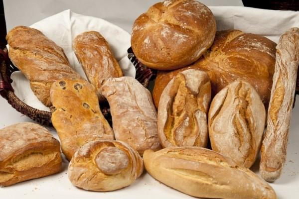 Δείτε τι θα πάθει το ψωμί εάν το έχετε στο ψυγείο - Μετά από αυτό δεν θα το ξαναεπιχειρήσετε! (Video)