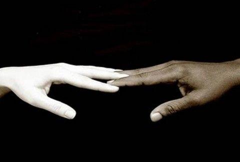Το χρώμα δεν κάνει τον άνθρωπο: Το αντιρατσιστικό ποίημα που έχει συγκινήσει το διαδίκτυο!