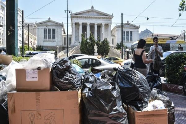 Τον κώδωνα του κινδύνου κρούουν οι ξενοδόχοι για την δημόσια υγεία και τους τουρίστες από τα σκουπίδια (Photo)