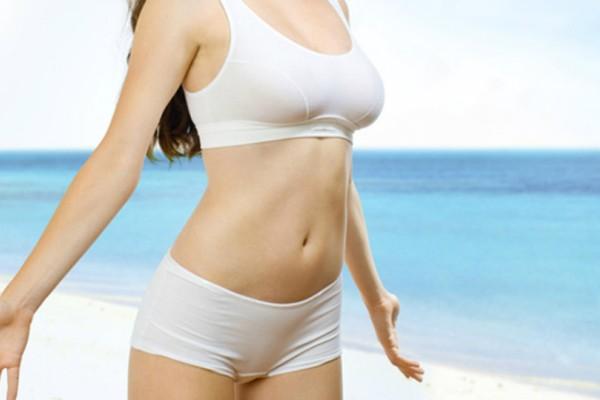 Δες πως θα αντιμετωπίσεις την κατακράτηση υγρών λίγο πριν βγεις στην παραλία!