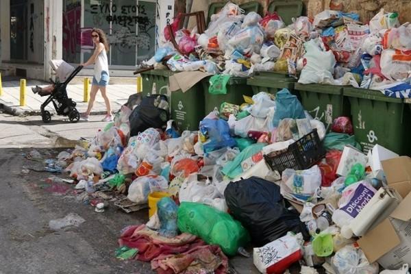 Έπιασαν δουλειά μέσα στον καύσωνα! - Για 3 ημέρες θα καθαρίζουν την πόλη από τα σκουπίδια!