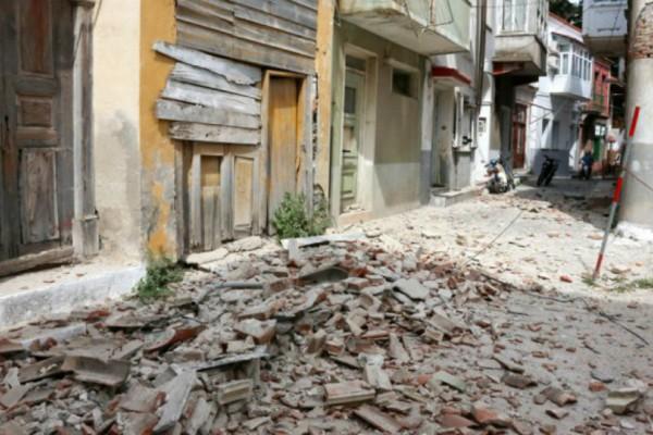 Μυτιλήνη: Νεκρή η γυναίκα που είχε εγκλωβιστεί στα ερείπια του σπιτιού της!