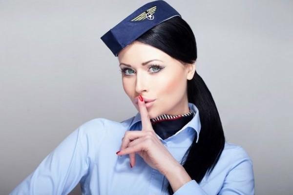 Τι προσέχουν πάντα οι αεροσυνοδοί πάνω μας!