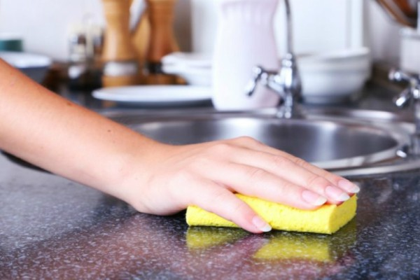 Έξυπνοι τρόποι για να χρησιμοποιήσετε το σφουγγάρι για τα πιάτα σας!