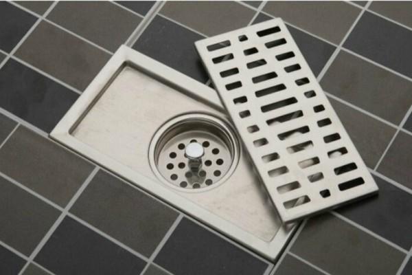 Έχουν βουλώσει τα σιφόνια του μπάνιου από τις τρίχες και δεν ξέρετε τι να κάνετε; Σας έχουμε ένα εύκολο κόλπο!