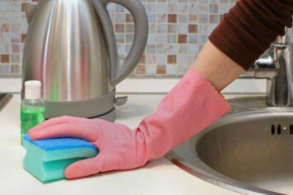 Εσείς το ξέρατε; Δείτε κάθε πότε πρέπει να πλένουμε τον νεροχύτη!