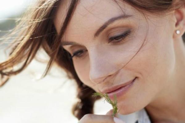 «Η επιδερμίδα μου ξεραίνεται και αφυδατώνεται κατά τους καλοκαιρινούς μήνες! Τι να κάνω;» Μια beauty editor σας απαντά!