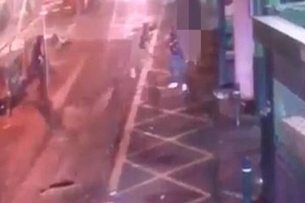 Βίντεο-ντοκούμεντο: Η στιγμή που οι αστυνομικοί σκοτώνουν τους μακελάρηδες του Λονδίνου! (Video)