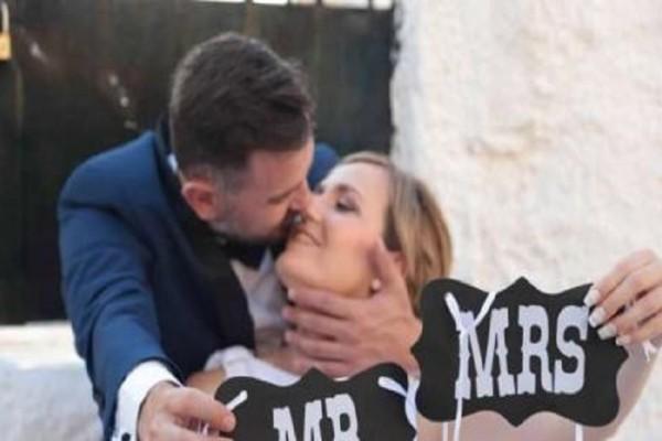 Ηλεία: Ένας ξεχωριστός γάμος και μια συγκινητική ιστορία - Ζευγάρι δασκάλων παντρεύτηκε και έκανε παρανυφάκια τους μαθητές τους! (Photo)