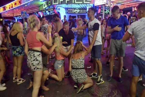 Πώς η Ελλάδα έγινε προορισμός εφηβικών οργίων! - Διακοπές τρόμου και ένας παράδεισος καταχρήσεων!