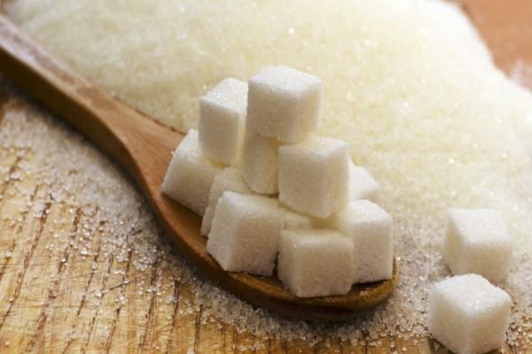 5 απίθανες συμβουλές ομορφιάς με ζάχαρη για λαμπερή επιδερμίδα