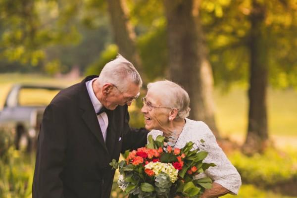 Ότι πιο γλυκό θα δεις σήμερα! Αυτό το ζευγάρι που γιορτάζει 65 χρόνια και «ρίχνει» το διαδίκτυο!
