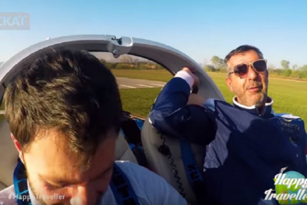 Αεροπορική τραγωδία στην Λάρισα: Ο αδικοχαμένος Διονύσης Τσεκούρας είχε πετάξει με το μοιραίο αεροπλάνο στην εκπομπή «Happy Traveler» (video)