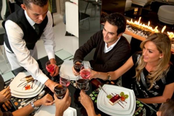4 κόλπα για να μην ξοδεύετε μια «περιουσία» όταν τρώτε έξω!
