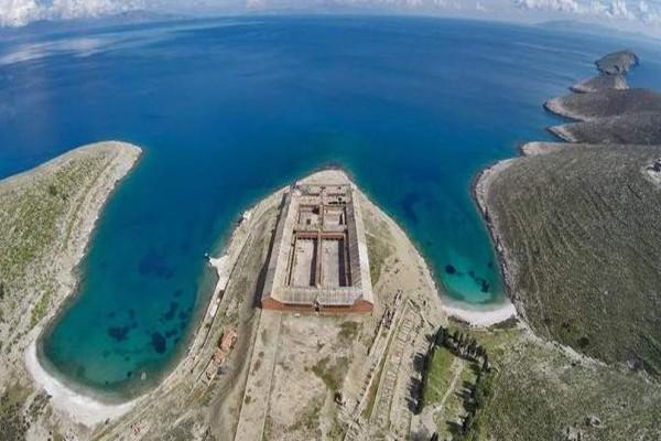 Γυάρος: Το νησί των βασανιστηρίων που έχει τις προδιαγραφές να γίνει ένας οικολογικός παράδεισος! (photos)