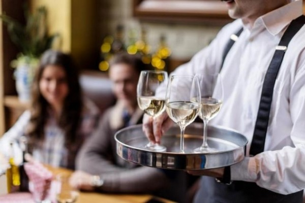 Τελικά πρέπει να βάζουμε παγάκια στο κρασί ή όχι; - Εσείς το γνωρίζατε;