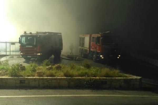 Κρήτη: Μεγάλη πυρκαγιά σε εργοστάσιο στο Ηράκλειο (Photos+video)