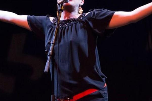 Τραγικό: 35χρονη τραγουδίστρια πέθανε πάνω στην σκηνή!