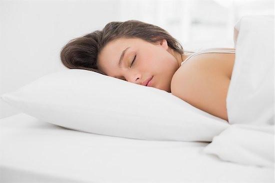 Έτσι θα καταφέρεις να μειώσεις τις ρυτίδες ενώ κοιμάσαι!