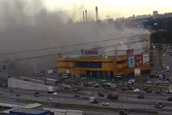 Φωτιά σε εμπορικό κέντρο στη Μόσχα! Σοκαριστικό βίντεο (Video)