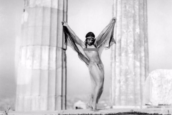 Γυμνές γυναίκες στον Παρθενώνα: Η φωτογράφηση που σόκαρε την κοινή γνώμη! (photos)