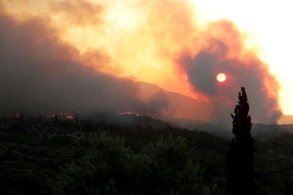 Ισχυρή πυρκαγιά στην Ιεράπετρα: Εκτός ελέγχου η κατάσταση!