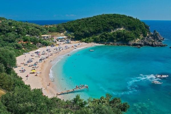 Ιδανική για καλοκαιρινές αποδράσεις: H παραθαλάσσια κωμόπολη με τις 5 υπέροχες παραλίες!