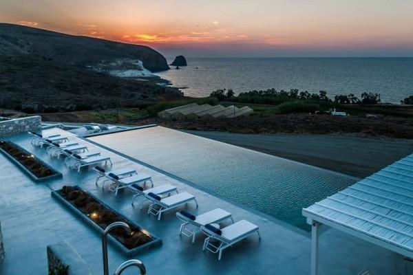 Ο Τάσος Δούσης αποκαλύπτει: To μαγευτικό boutique hotel στη Μήλο που παίρνει 9,4 στη booking! (Photo)