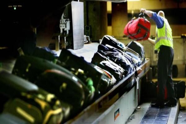 Απίστευτο video: Υπάλληλοι στο αεροδρόμιο κλέβουν ανενόχλητοι αποσκευές!