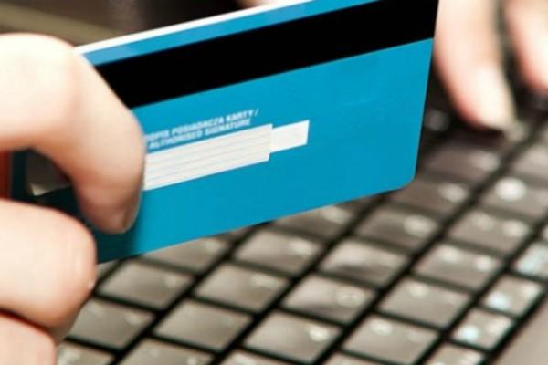 Λάρισα: Έμεινε άναυδος όταν έμαθε ποιος του χρέωνε την πιστωτική του κάρτα!