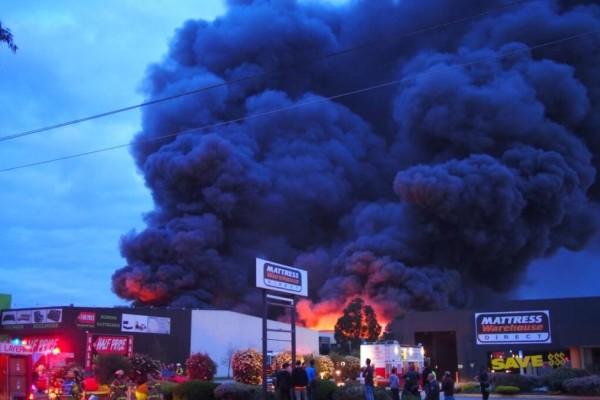 Αυστραλία: Μεγάλη πυρκαγιά στη Μελβούρνη - Εκκενώνονται σπίτια! (εικόνες - video)