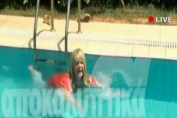 Κλάμα: Η Μαρία Ιωαννίδου διακόπτει συνέντευξη και βουτάει στην πισίνα! Τα καρφιά της για Λιάγκα - Σκορδά! (video)