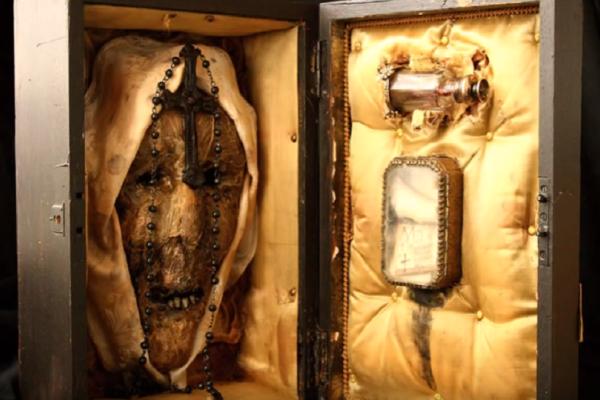 Πτώματα περίεργων πλασμάτων βρέθηκαν σε υπόγειο εγκαταλελειμμένου σπιτιού - Δείτε και βγάλτε συμπεράσματα (video)