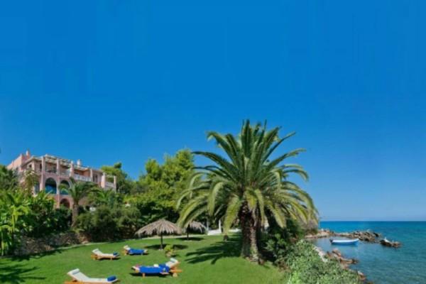 Ξεχάστε τις πισίνες! Αυτά είναι τα 7 κορυφαία ελληνικά παραθαλάσσια ξενοδοχεία! (Photos)