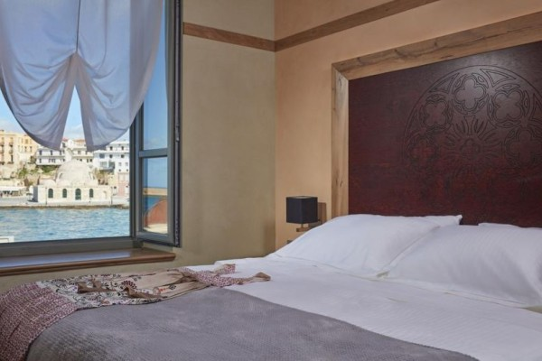 Ο Τάσος Δούσης προτείνει: Ποιο είναι το καλύτερο ξενοδοχείο της Ελλάδος! Γιατί παίρνει «άριστα» στη booking;