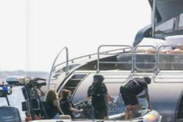 Ντου τελωνειακών σε σκάφος διάσημου ποδοσφαιριστή (φωτογραφίες ντοκουμέντο)