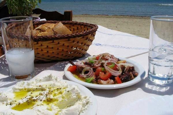 Αθήνα : 5 οικονομικές προτάσεις για λακέρδα και τσίπουρο δίπλα στο... κύμα!