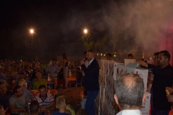 Η Ελλάδα της κρίσης: Βουνό οι σαμπάνιες κατά την είσοδο τραγουδιστή σε πανηγύρι στην Ναυπακτία! (video)