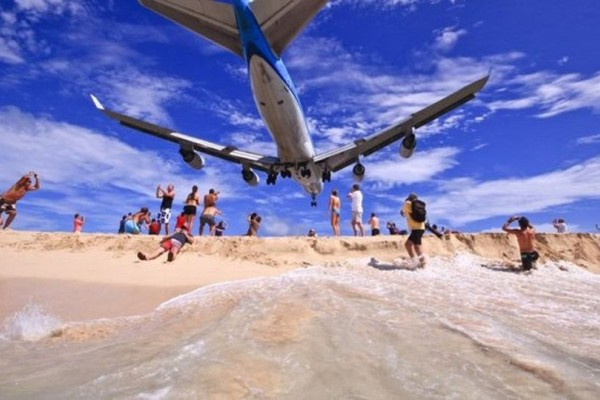 Τραγωδία στην Καραϊβική: Τουρίστρια σκοτώθηκε από αεροπλάνο που... απογειώθηκε!