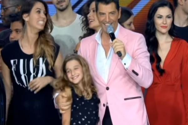 X-Factor: Η κόρη του Σάκη Ρουβά ανέβηκε στην σκηνή για