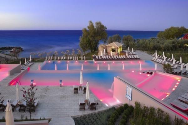 Τα 8 πιο εντυπωσιακά ξενοδοχεία της Ελλάδος με μαγευτικές πισίνες!