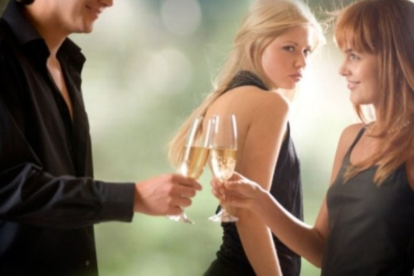 Single στα 30; 7 πράγματα για τα οποία σε ζηλεύει η παντρεμένη φίλη σου!