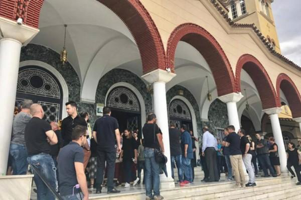 Αεροπορική τραγωδία στην Λάρισα: Ράγισαν καρδιές στην κηδεία του Διονύση Τσεκούρα (Photos)